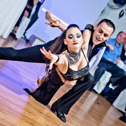 latin-dance-couple-passion-moment