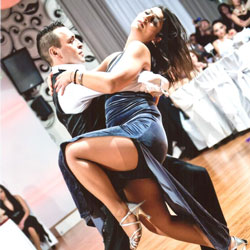 latin-dance-couple-cuban-street
